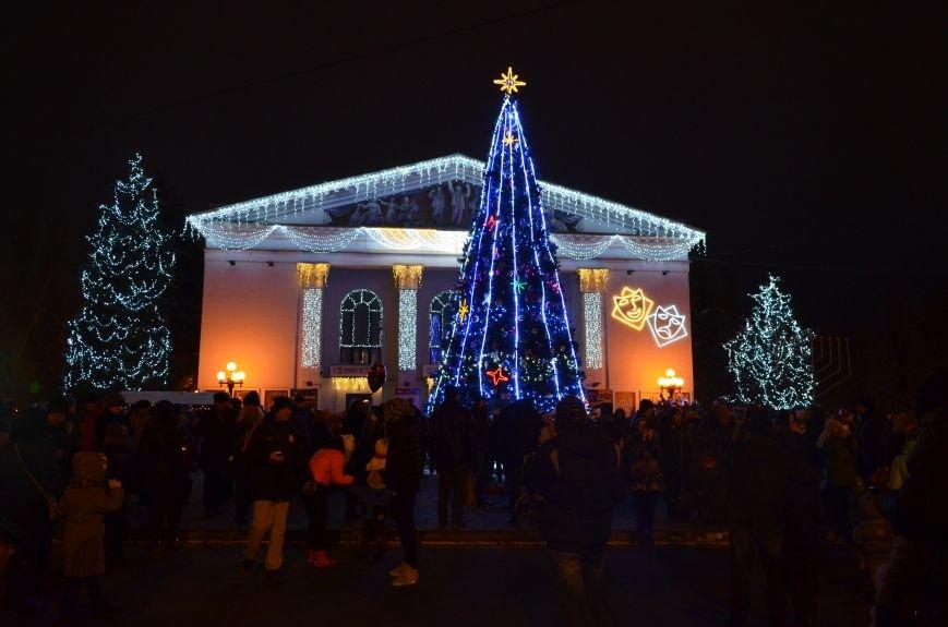 В Мариуполе зажгли главную елку города, а Театральный сквер стал сказочным (ФОТО+ВИДЕО), фото-3