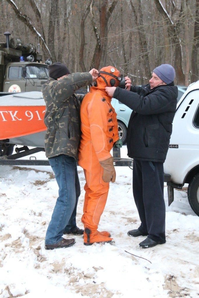 Утонувшую в Чернигове машину до сих пор не нашли, фото-20