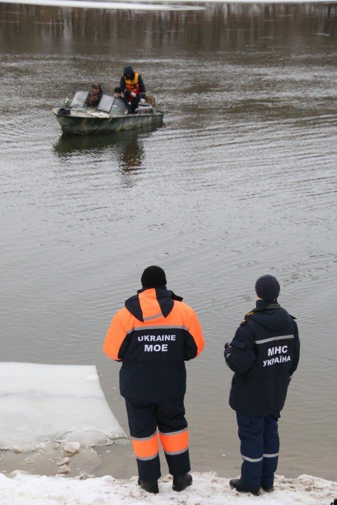 Утонувшую в Чернигове машину до сих пор не нашли, фото-16