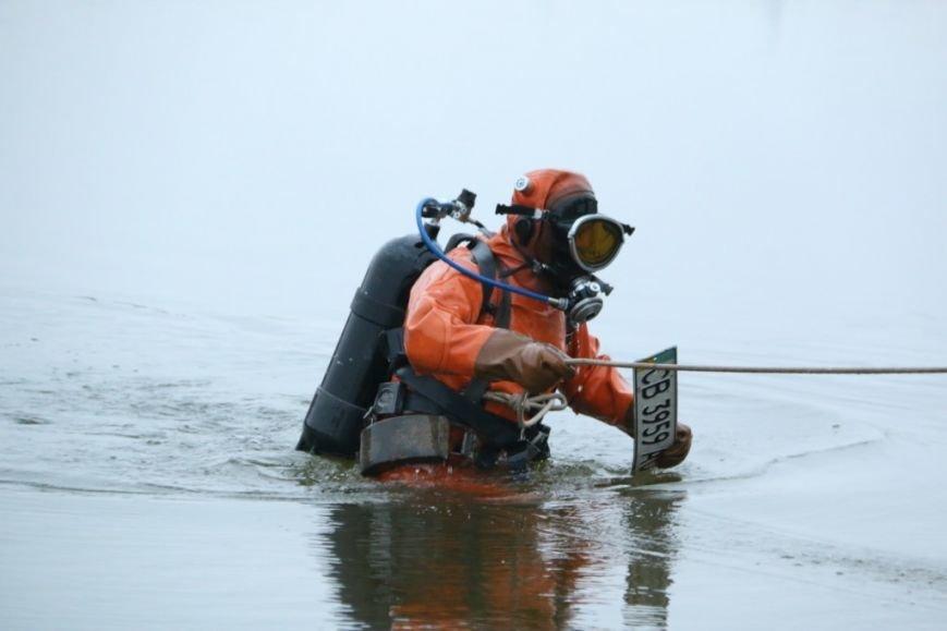 Утонувшую в Чернигове машину до сих пор не нашли, фото-30