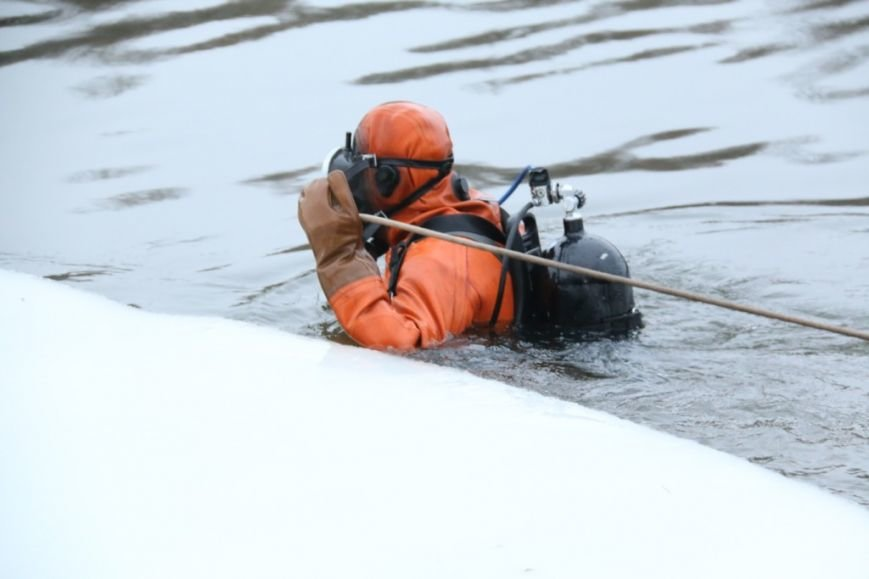 Утонувшую в Чернигове машину до сих пор не нашли, фото-26