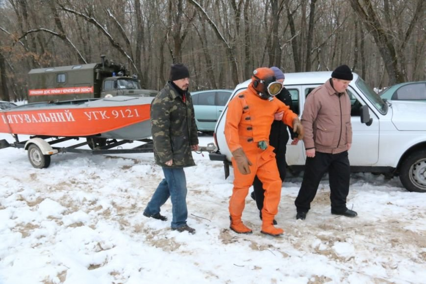 Утонувшую в Чернигове машину до сих пор не нашли, фото-21