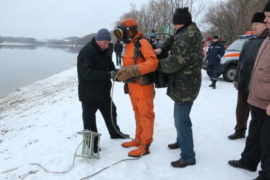 Утонувшую в Чернигове машину до сих пор не нашли, фото-23