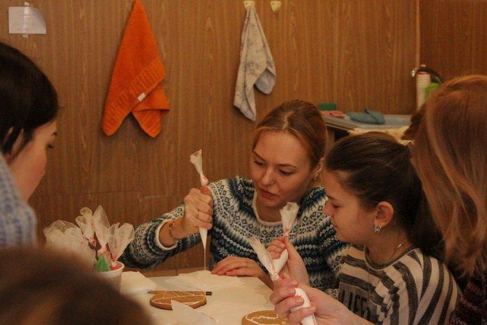 Прогулка Gorod212.by по Handmade Market «Рождественский сапожок» в Витебске: малевали на пряниках и выбирали штучный товар, фото-3