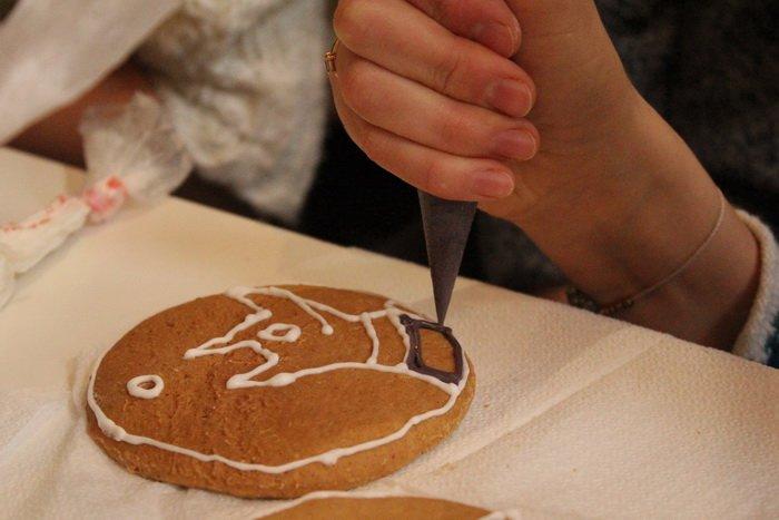 Прогулка Gorod212.by по Handmade Market «Рождественский сапожок» в Витебске: малевали на пряниках и выбирали штучный товар, фото-4