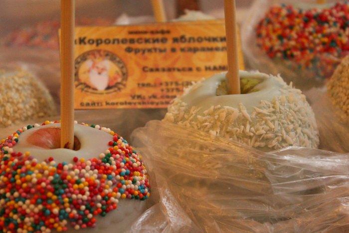 Прогулка Gorod212.by по Handmade Market «Рождественский сапожок» в Витебске: малевали на пряниках и выбирали штучный товар, фото-12
