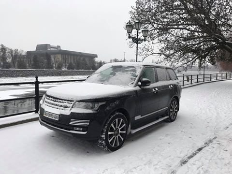 """Андріїв """"прогулявся"""" ужгородською набережною на """"Range Rover"""": фото, фото-1"""