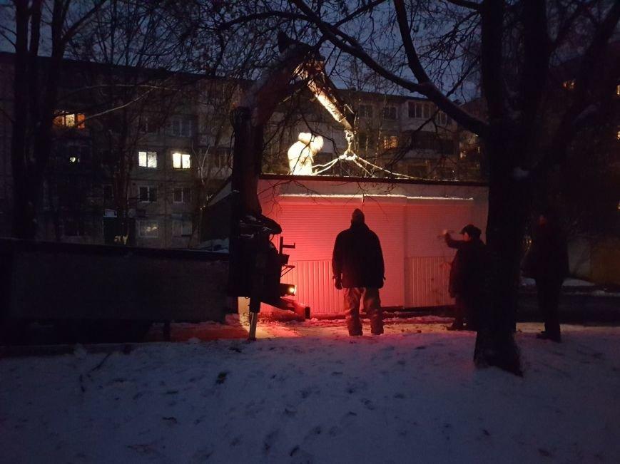 У Тернополі під покровом ночі встановили чергову буду, фото-2