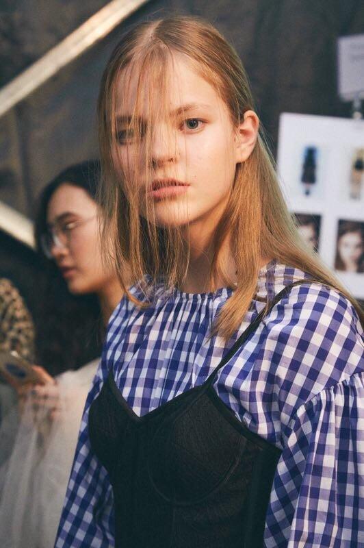 «На меня стали по-другому смотреть»: полочанка рассказала, как ей удается совмещать карьеру модели, работу в Китае и учебу в школе, фото-1