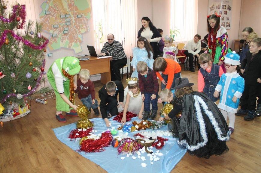 С Новогодними праздниками поздравили детей с особыми потребностями, фото-3