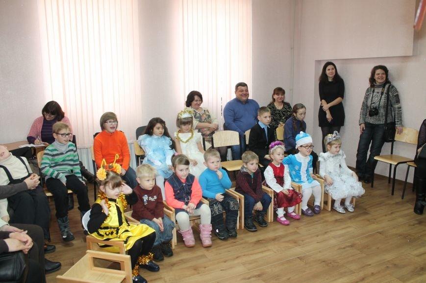 С Новогодними праздниками поздравили детей с особыми потребностями, фото-2