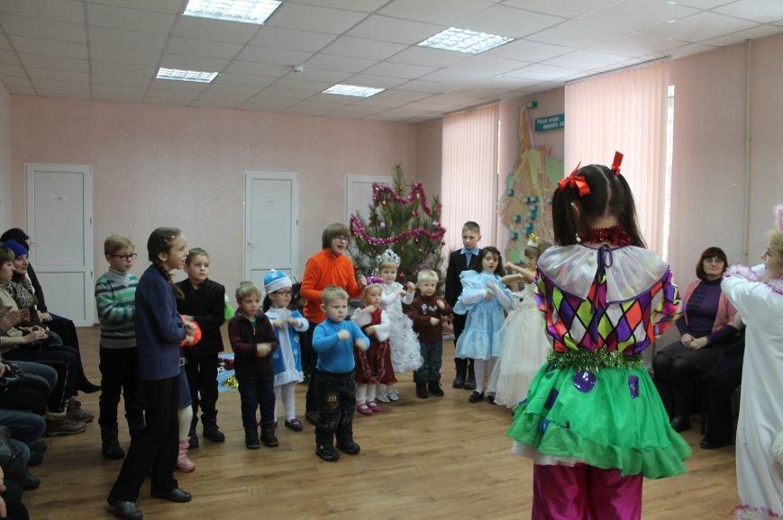 С Новогодними праздниками поздравили детей с особыми потребностями, фото-4
