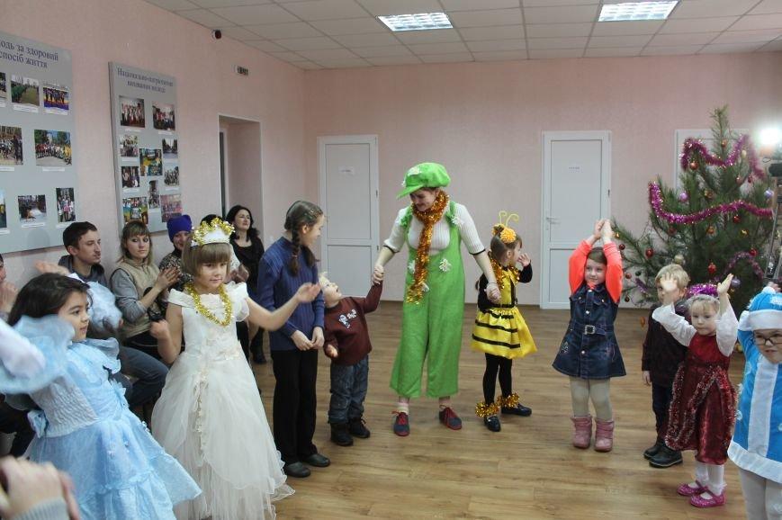С Новогодними праздниками поздравили детей с особыми потребностями, фото-8