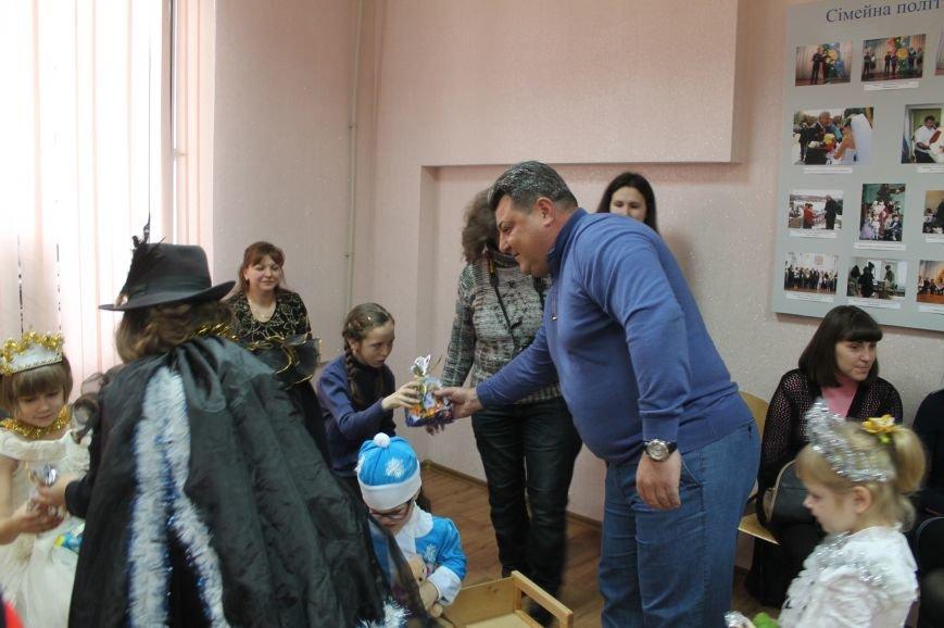 С Новогодними праздниками поздравили детей с особыми потребностями, фото-5