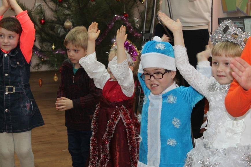 С Новогодними праздниками поздравили детей с особыми потребностями, фото-9