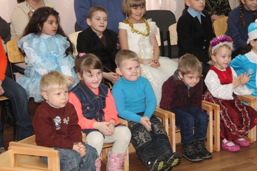 С Новогодними праздниками поздравили детей с особыми потребностями, фото-7