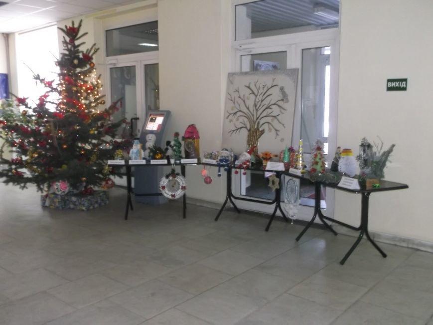 В Каменском горсовете открылась выставка новогодних игрушек, фото-1