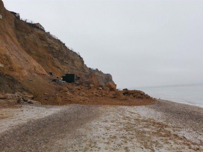 В Севастополе обрушился берег с дачными постройками (ФОТО, ВИДЕО), фото-1