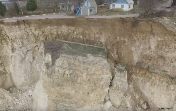 В Севастополе обрушился берег с дачными постройками (ФОТО, ВИДЕО), фото-2