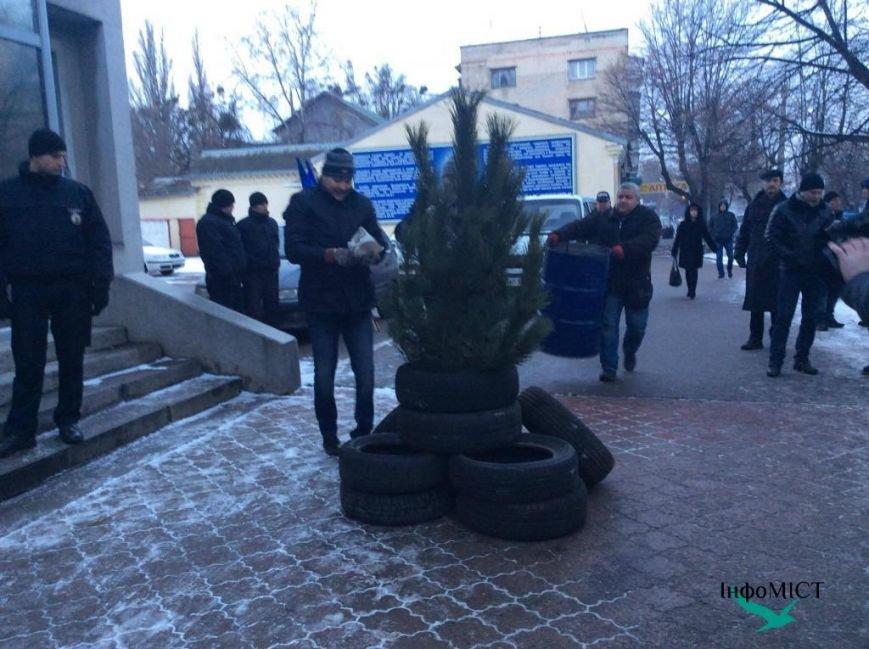 Экс-начальника криворожской полиции активисты забросали палками (ФОТО, ВИДЕО), фото-7