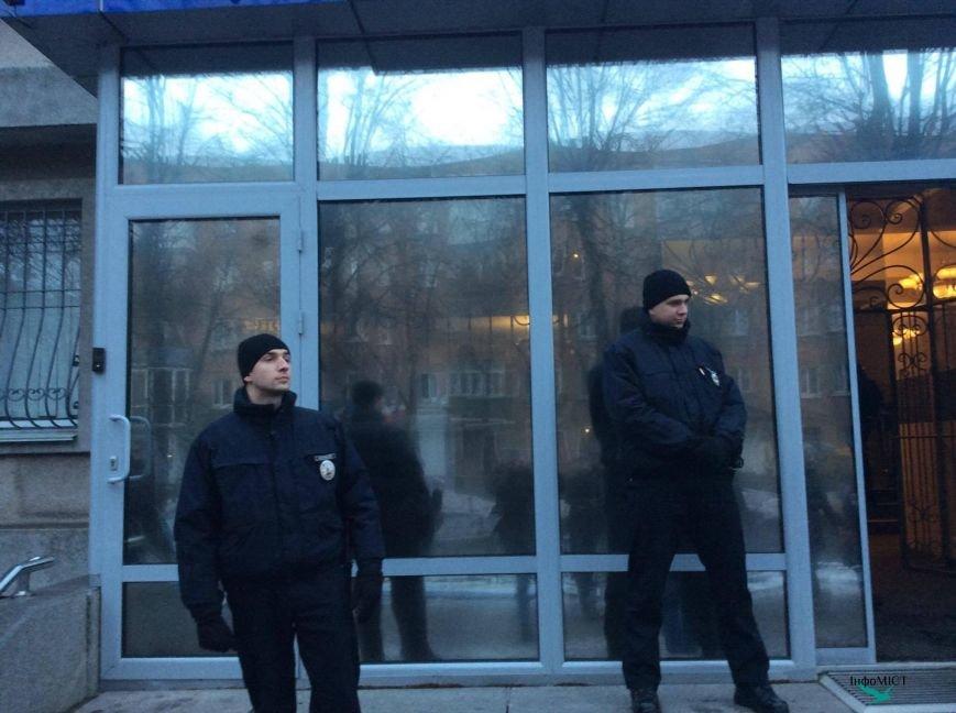 Экс-начальника криворожской полиции активисты забросали палками (ФОТО, ВИДЕО), фото-2