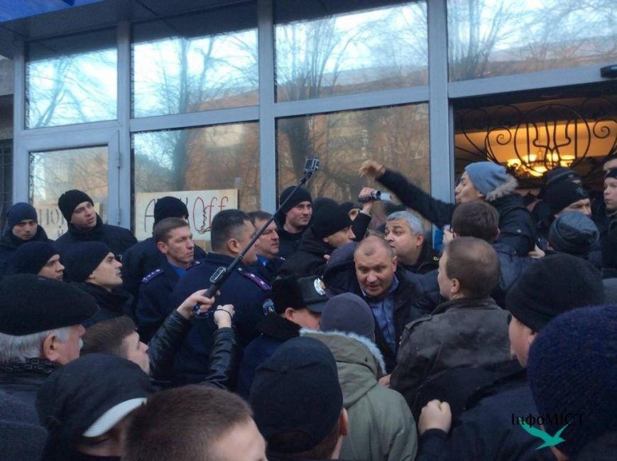 Экс-начальника криворожской полиции активисты забросали палками (ФОТО, ВИДЕО), фото-4