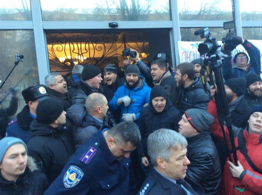 Экс-начальника криворожской полиции активисты забросали палками (ФОТО, ВИДЕО), фото-8