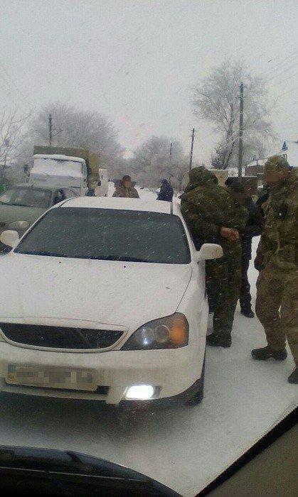 В Донецкой области задержали полицейского, который вымогал деньги с рыночных торговцев (ФОТО), фото-2