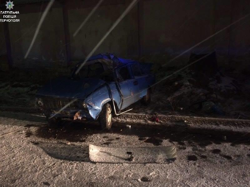 П'яний водій, який хотів втекти від поліцейських, врешті понівечив власне авто (Фото), фото-3