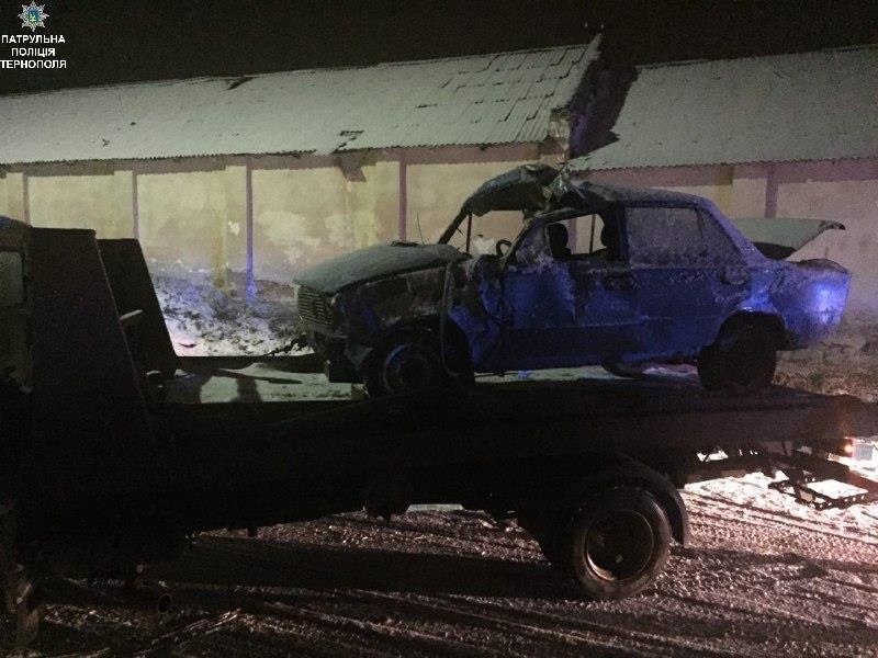 П'яний водій, який хотів втекти від поліцейських, врешті понівечив власне авто (Фото), фото-1