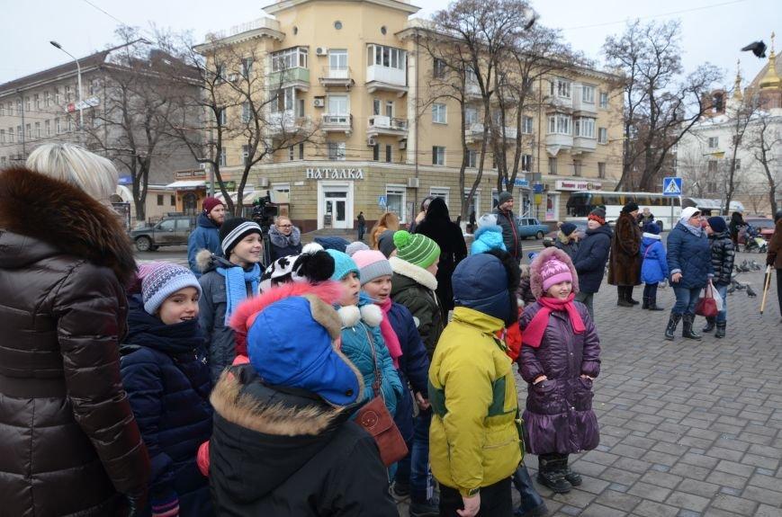 Сказочные герои гуляли по Театральной площади в Мариуполе (ФОТО), фото-1