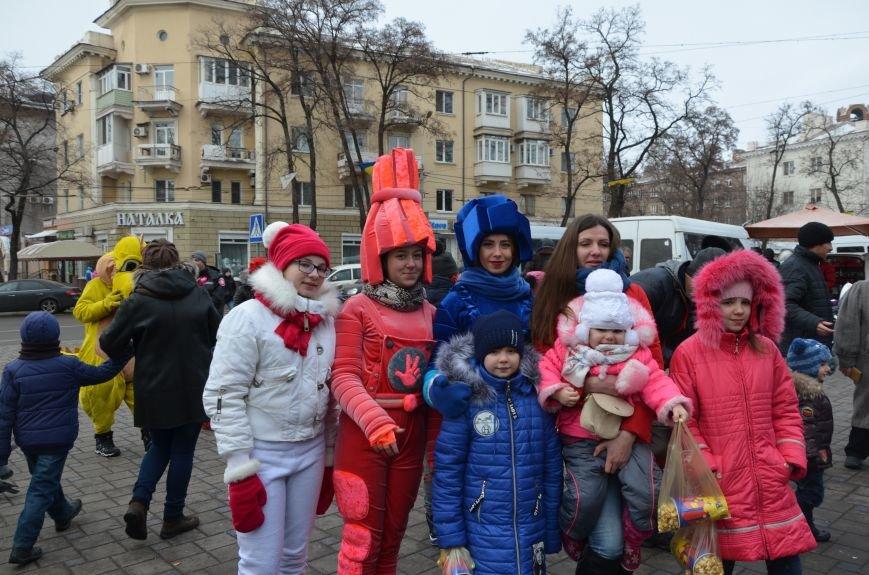 Сказочные герои гуляли по Театральной площади в Мариуполе (ФОТО), фото-13