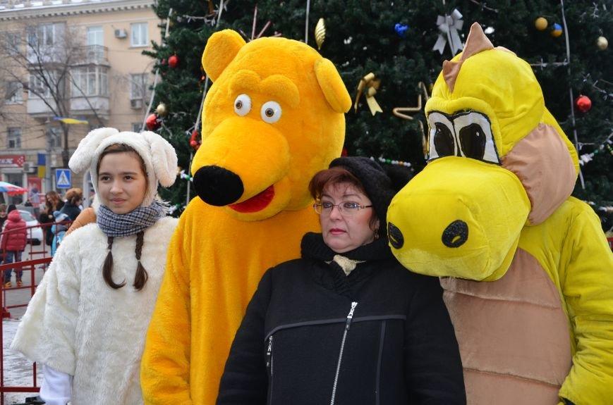 Сказочные герои гуляли по Театральной площади в Мариуполе (ФОТО), фото-10