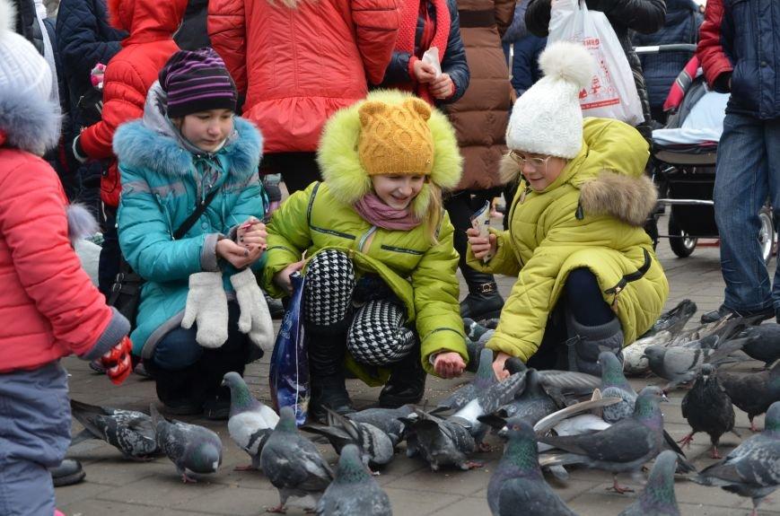 Сказочные герои гуляли по Театральной площади в Мариуполе (ФОТО), фото-5