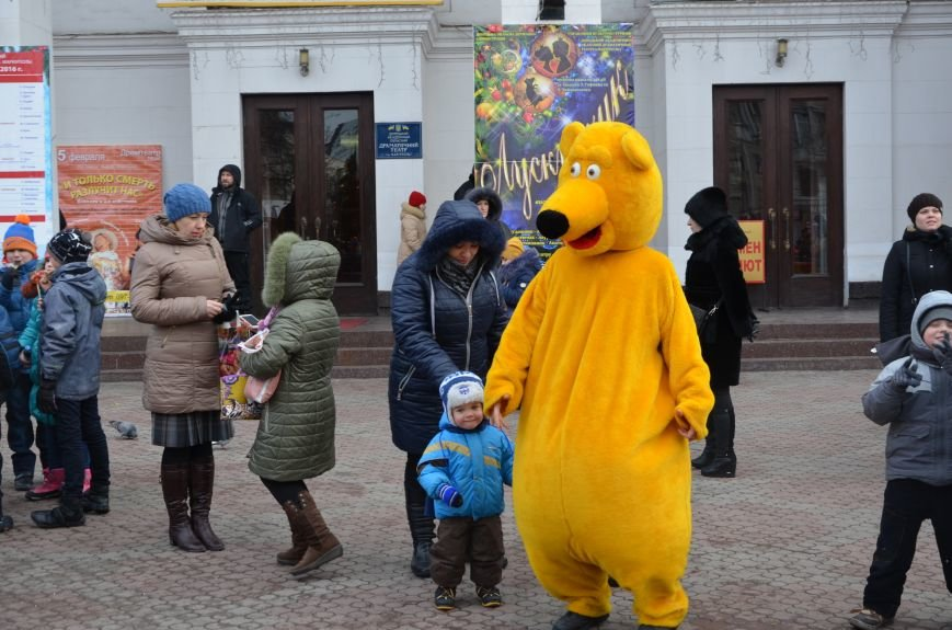 Сказочные герои гуляли по Театральной площади в Мариуполе (ФОТО), фото-2