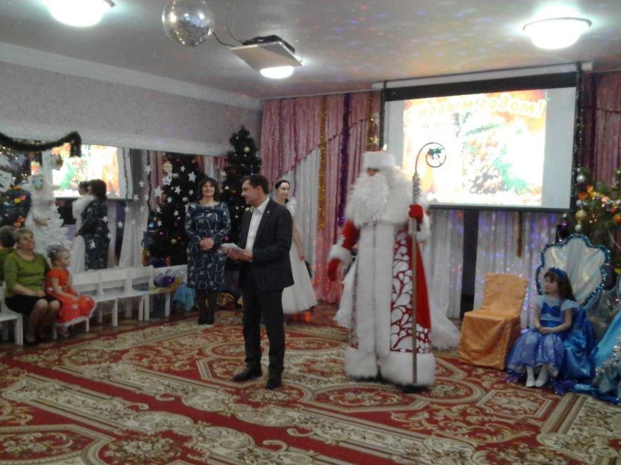 Секретарь Каменского горсовета посетил новогодний праздник в детском садике, фото-1