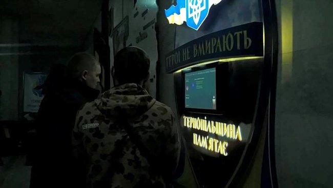 У Тернополі встановили незвичний пам'ятний знак загиблим захисникам України (фото), фото-1