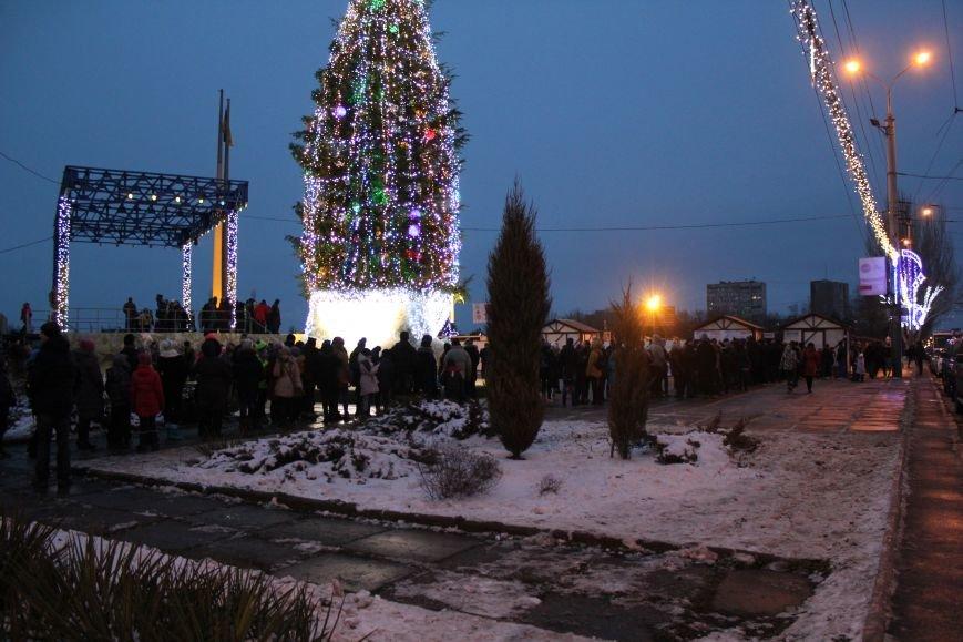 Сотни мариупольцев захотели стать на лед (ФОТО), фото-1