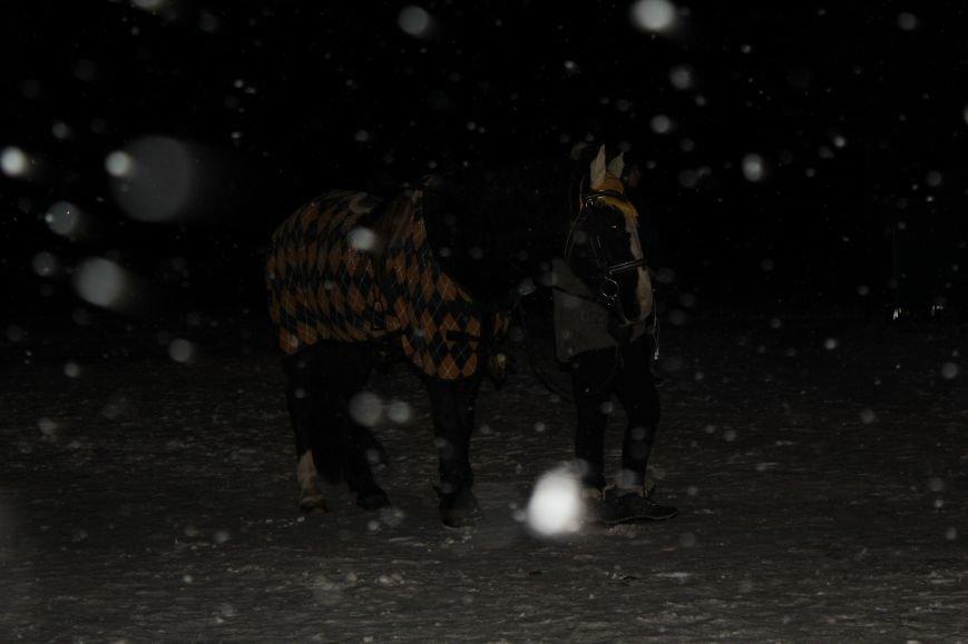 Сотни мариупольцев захотели стать на лед (ФОТО), фото-4