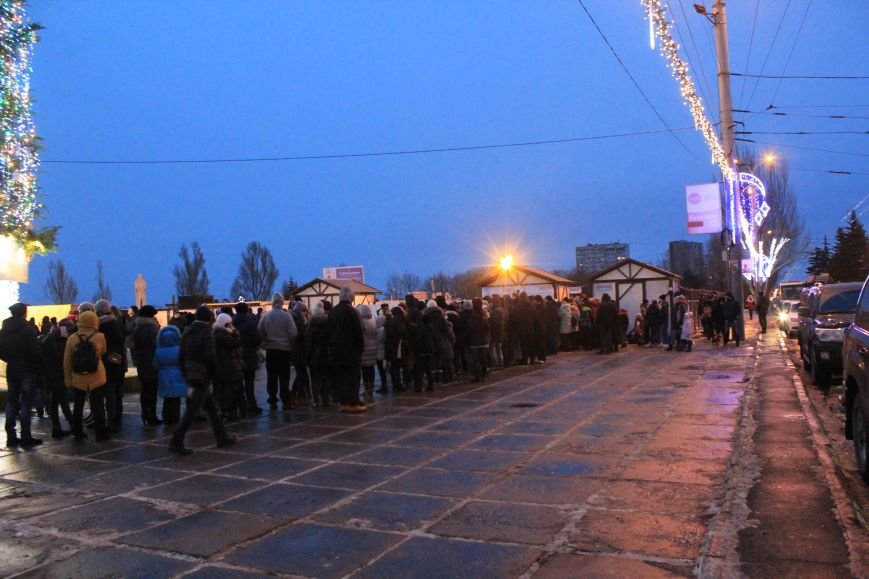 Сотни мариупольцев захотели стать на лед (ФОТО), фото-2