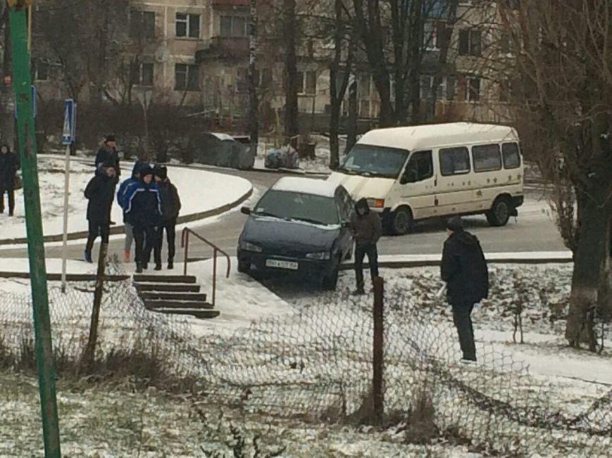 """На """"Дружбі"""" в результаті ДТП автомобіль викинуло на пішохідну зону (ФОТО), фото-1"""