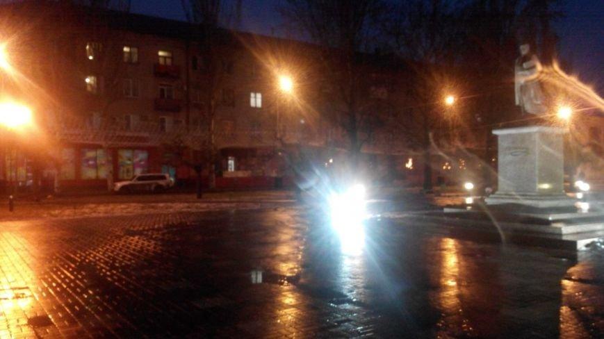 Новые гирлянды на площади погрузились в темноту (фото), фото-2