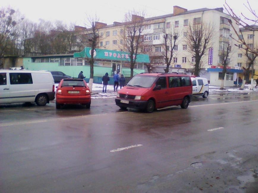 У Новограді-Волинському сталася дорожньо-транспортна пригода (ФОТО, ВІДЕО), фото-3