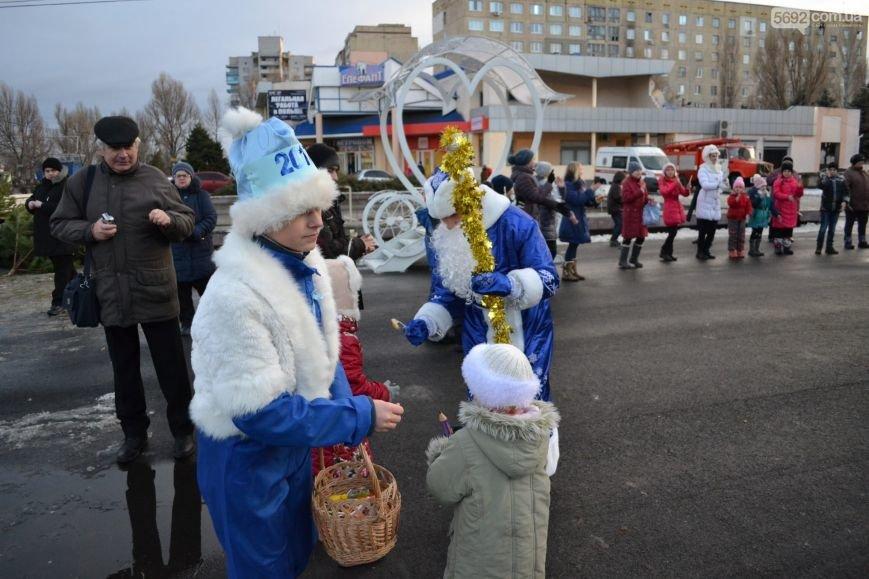 На Левобережье Каменского открыли новогоднюю елку, фото-21