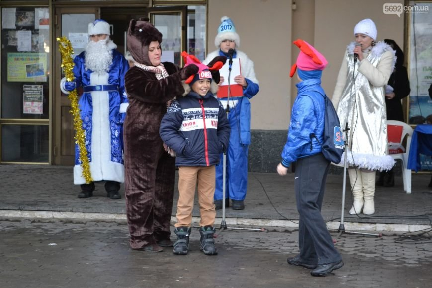 На Левобережье Каменского открыли новогоднюю елку, фото-10