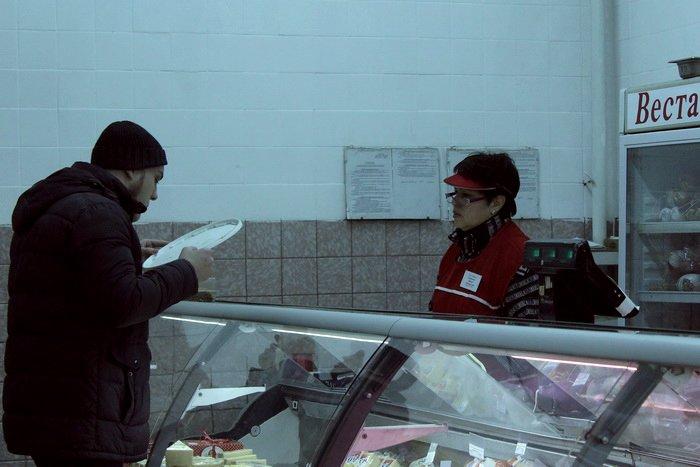 Белорусские санитары продовольствия активно штурмуют витебские универсамы: «Хватит нас травить!», фото-9
