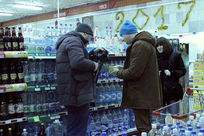 Белорусские санитары продовольствия активно штурмуют витебские универсамы: «Хватит нас травить!», фото-2