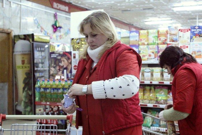 Белорусские санитары продовольствия активно штурмуют витебские универсамы: «Хватит нас травить!», фото-21