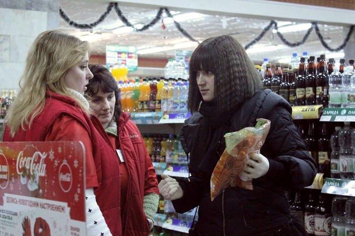 Белорусские санитары продовольствия активно штурмуют витебские универсамы: «Хватит нас травить!», фото-19