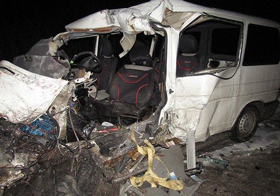 На Хмельниччині у ДТП  за участі маршрутного автобуса загинули люди (ФОТО, ОНОВЛЕНО), фото-1
